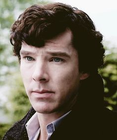 Sherlock Holmes - Benedict Cumberbatch - a classical example of the puppy gaze, ladies and gentlemen Benedict Sherlock, Sherlock John, Holmes Sherlock Bbc, Sherlock Fandom, Sherlock Poster, Watch Sherlock, Jim Moriarty, Sherlock Quotes, Johnlock