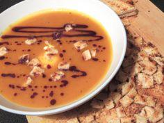 Kürbiscremesuppe mit Kartoffeln und Ingwer von Sandy #http://www.pinterest.com/sascera/ Zutaten: Kürbis, Kartoffeln, rote Zwiebel, Ingwer, Kürbiskernöl, Sahne, Gemüsebrühe, Salz, Pfeffer #gutelaunevitamix