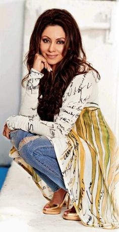 """""""He wants to buy me a much larger space for the 2nd store.He's always supportive in whatever i do"""" Gauri Khan @iamsrk"""
