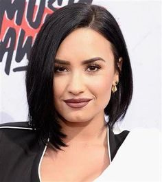 Celebrity-inspired Short Hairstyles that Will Convince You to Get A Major Chop Demi Lovato Short Hairstyles Best Short Hair Styles Bob Hairstyles For Fine Hair, Short Hairstyles For Women, Headband Hairstyles, Hairstyles Haircuts, Beach Hairstyles, Celebrity Hairstyles, Wedding Hairstyles, Very Short Hair, Short Hair Cuts For Women