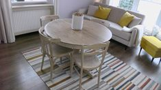 Low waste design, living room designed by KLIMAT. Recycled chairs and table. Living Room Designs, Living Rooms, Chairs, Table, Furniture, Home Decor, Lounges, Decoration Home, Room Decor