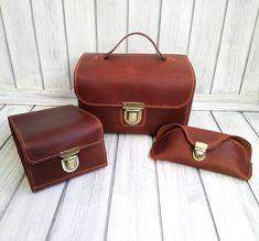 Кожаные аксессуары ручной работы. #кожа #ручнаробота #несессер #футлярдляочков #дорожныйорганайзер #hendmade #leather… Cable Cover, Satchel, Dressing, Bags, Leather, Handbags, Crossbody Bag, Bag, Backpacking