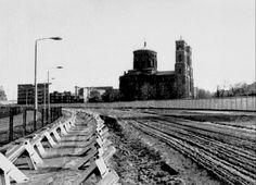 Dieses Stasi-Foto zeigt die Grenzanlage zwischen Friedrichshain (Ost) und Kreuzberg (West) mit der Thomaskirche in Kreuzberg.