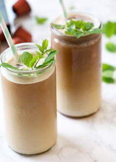 Iskaffe med myntesirup og mandel
