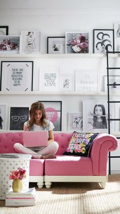 I love the photo wall and shelves with the ladder. Not a bad sofa:..