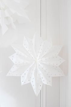 White Cottage, Living Spaces, Ceiling Lights, Christmas, Pain, Winter, Advent, Home Decor, Shop Displays