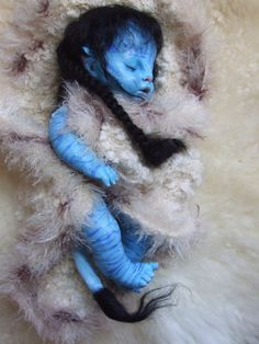 Reborn doll, ooak custumised chad valley doll I have reborn as a na'vi, this meant cutting off a finger from each hand and a toe from each foot then fil. Creepy Baby Dolls, Realistic Baby Dolls, Cute Baby Dolls, Avatar Baby Doll, Avatar Babies, Reborn Toddler Dolls, Reborn Babies, Magical Creatures, Fantasy Creatures