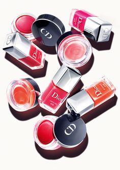 Vernis et blush coordonnés collection capsule Dior http://www.vogue.fr/beaute/buzz-du-jour/diaporama/vernis-et-blush-coordonnes-collection-capsule-dior/13059#!6