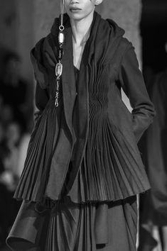 Yamamoto at Paris Fashion Week Fall 2017 Yohji Yamamoto at Paris Fashion Week Fall Sato Yoji Sato (佐藤 要ニ, Satō Yōji, born 16 October is a former Japanese handball player who competed in the 1976 Summer Fashion Details, Look Fashion, High Fashion, Fashion Show, Autumn Fashion, Fashion Design, Fashion Week Paris, Runway Fashion, Womens Fashion
