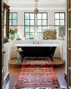 The Nashville home of Lily Aldridge is a case for brave antiques # . - The Nashville home of Lily Aldridge is a case for brave antiques house house - Architectural Digest, Nashville, Style At Home, Sweet Home, House Ideas, Bright Homes, Classic Bathroom, Beautiful Bathrooms, Bathroom Inspiration