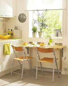 Cool idea for a kitchen, isn't it? The dinner table is by the window just as like, so you can see the sun rising while having breakfast. Tomorrow I'll have to get up so early so that I'll see the sunrise.