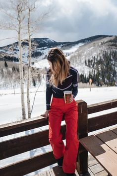Jess Ann Kirby enjoys apres ski in the Sweaty Betty thermal top and North Face red snow pants 30 Outfits, Winter Outfits, Sporty Outfits, Snow Fashion, Winter Fashion, Arab Fashion, Fashion Women, Wallpaper Cross, Mode Au Ski
