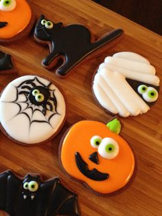 halloween cookies decorated 1 dozen assorted Halloween cookies made with only the finest ingredients. Will come in individual heat sealed bags to preserve freshness. Halloween Desserts, Halloween Cupcakes, Dulces Halloween, Halloween Cookie Recipes, Halloween Cookies Decorated, Halloween Sugar Cookies, Halloween Goodies, Holiday Cookies, Holiday Treats