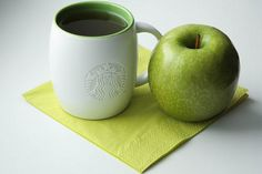 I love this new green cup recently introduced :) Starbucks Store, Starbucks Coffee, Green Cups, Best Espresso, Coffee Company, Coffee Drinkers, New Green, Store Design, Colorful Decor