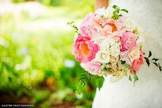 Erin Volante Floral: Sunset-inspired wedding flowers at Powell Gardens