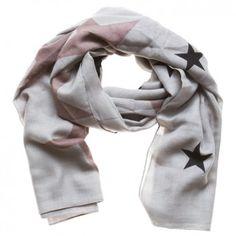 """Das Tuch """"Stars"""" ist ein frisches, lässiges Accessoire des angesagten dänischen Labels """"Sence Copenhagen""""."""