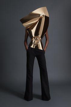 Gareth Pugh Spring 2018 Ready-to-Wear Undefined Photos - Vogue