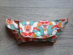 Housse à savon numéro 2 - CosIadoru Diy, Bags, Dressmaking, Tutorial Sewing, Couture Facile, Slipcovers, Soap, Custom In, Handbags