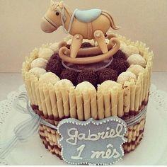 Que fofura este bolo para mesversario  Vi no IG @lys_babylys  #babyBoy #maedemenino #inspiration #brigadeiro #cavalinhodebalanço #cake #bolo #mesversario #festamenino #maternidade #mensario #birthday #birthdayboy
