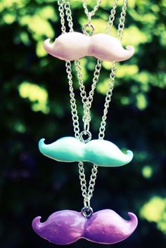 KNOW AND TELL CRAFTS: DIY MUSTACHE NECKLACES!