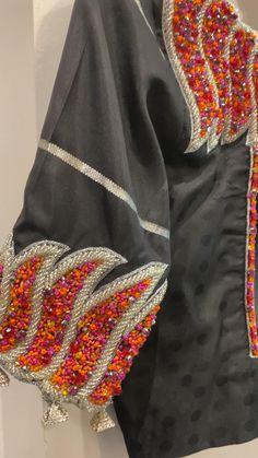Hand Work Blouse Design, Simple Blouse Designs, Blouse Back Neck Designs, Stylish Blouse Design, Pattu Saree Blouse Designs, Blouse Designs Silk, Bridal Blouse Designs, Blouse Designs Catalogue, Maggam Work Designs