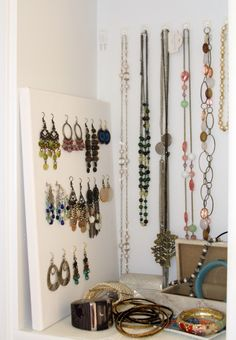 clear command hooks to hang jewelry