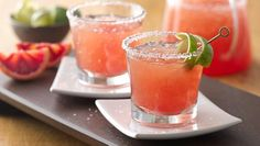 Blood Orange Margaritas and other Cinco de Mayo sips. Blood Orange Margarita, Strawberry Margarita, Margarita Punch, Margarita Cocktail, Margarita Recipes, Cocktail Recipes, Drink Recipes, Fun Drinks, Yummy Drinks