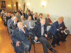 SMOM: Es. spirituali. sx: Del. Na Comm. Giustizia Prof. Ing. Fra' R. SERSALE, Pres. Acc. Naz. Scienze-Na; Cancelliere Cav. On. Dev. Obb. Arturo MARTUCCI, Corte Conti; Cav. On. Dev. Obb. Principe Dr. Giovanni DE MEDICI, Geologo; Cav. On. Dev. Obb. Comm. Dr. Marco CRISCONIO,  Priore congrega; 2 fila sx: Cav. On. Dev. Obb. Dr. Baldo COCOZZA, già bancario; Tesor. Avv. Jacopo Fronzoni, Console On. B. Faso; 3 fila: Cav. Gr. M. Prof. R. VILLANO (Na, S. Pasquale a Chiaia, Sett. Santa 2012)