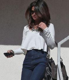 As Calças de Cintura Alta são tendência para a Primavera/ Verão, mas muitas mulheres ainda não arriscam usar esse modelo de calça, pois ficam na dúvid...