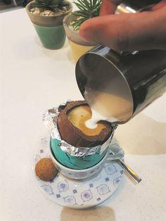 RESEP: Warm melk in 'n sjokolade paaseier gee vir jou 'n dekadente warm sjokolade   Netwerk24.com