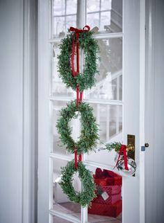 Bind den fineste julekrans af enebærkviste