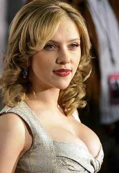 Sexiest Scarlett Johansson Photos Cleavage