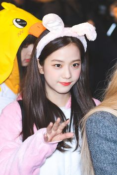 Shared by 맨디. Find images and videos about kpop, blackpink and jisoo on We Heart It - the app to get lost in what you love. Kim Jennie, South Korean Girls, Korean Girl Groups, Coral, Blackpink Photos, Blackpink Jisoo, Yg Entertainment, Korean Singer, Kpop Girls