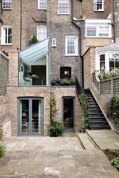 Nice Steps Victorian and contemporary architecture meet at the back of this London Home. A structurally glazed modern extension with clear glass end gable and a switchable frameless glass roof Contemporary Architecture, Interior Architecture, Contemporary Houses, Pavilion Architecture, Sustainable Architecture, Residential Architecture, Future House, My House, Design Exterior