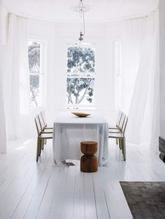 white and airy minim