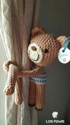 Sujeta Cortinas Amigurumis Crochet (pack 2 U. Iguales O Dif) Crochet Bear, Crochet Animals, Crochet Toys, Crochet Curtains, Cute Toys, Bear Toy, Softies, Crochet Projects, Baby Dolls