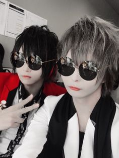 Emo Guys, Life Pictures, Beautiful Voice, Greatest Songs, Pop Singers, Japanese Artists, Vocaloid, Cat Eye Sunglasses, Cool Kids