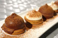 Atrévete a darle un beso a esa persona especial. Estos besos de negra tienen el vibrante sabor del maracuyá. Colombian Food, Colombian Recipes, Brownie Cookies, Muffin, Sweets, Chocolate, Breakfast, Desserts, Brownies