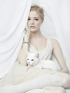 White Roses, Cat Lovers, Fictional Characters, Beautiful, Kitty Kitty, Cream, Women, Anna, Palette