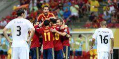 Celebración del segundo gol de España anoche en Recife, obra de Soldado