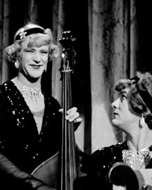 Discover & share this Some Like It Hot GIF with everyone you know. GIPHY is how you search, share, discover, and create GIFs. Viejo Hollywood, Hollywood Men, Hooray For Hollywood, Vintage Hollywood, Hollywood Actresses, Classic Hollywood, Actors & Actresses, Waving Gif, Old Film Stars