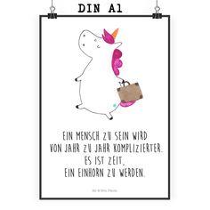 Poster DIN A1 Einhorn Koffer aus Papier 160 Gramm  weiß - Das Original von Mr. & Mrs. Panda.  Jedes wunderschöne Poster aus dem Hause Mr. & Mrs. Panda ist mit Liebe handgezeichnet und entworfen. Wir liefern es sicher und schnell im Format DIN A2 zu dir nach Hause. Das Format ist 549 x 841 mm    Über unser Motiv Einhorn Koffer  Die Einhorn-Edition ist eine ganz besonders liebevolle und einzigartige Kollektion von Mr. & Mrs. Panda. Wie immer bei unseren Produkten sind alle Motive…