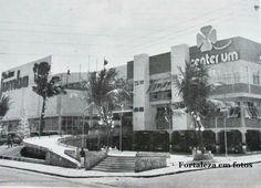 Shopping Center Um, o primeiro da cidade inaugurado em 1974, na Avenida Santos Dumont. A fachada externa foi totalmente modificada.