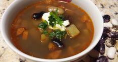 Najlepšia fazuľová polievka s klobásou. Tradičný recept (a bez múky). Tradičné slovenské jedlo. Vyskúšajte recept z kuchyne portálu ženy v meste. Veríme, že naša fazuľová polievka vám bude chutiť. Palak Paneer, Thai Red Curry, Soup, Lunch, Ethnic Recipes, Lasagna, Red Peppers, Eat Lunch, Soups