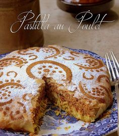 Traditional pastilla with honey almond chicken Plats Ramadan, Morrocan Food, Moroccan Dishes, Middle East Food, Almond Chicken, Honey Almonds, Ramadan Recipes, Love Eat, Arabic Food