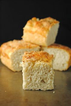 Recipe for a thick and chewy focaccia bread! The perfect dipping bread! Best Homemade Bread Recipe, Homemade Breads, Yummy Treats, Yummy Food, Focaccia Recipe, Herb Bread, Pudding Desserts, Dessert Bread, Bread Baking