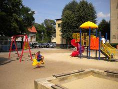 Wakacje to idealny czas na otwarcie placu zabaw. Tak też się stało w Pobiedziskach koło Gniezna. Szesnastego lipca stanął nowy plac, na którym przez całe wakacje mogły szaleć dzieci. http://spil.pl/pobiedziska-spil-producent-placow-zabaw/