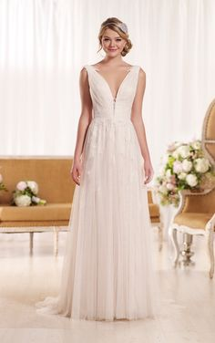 Trajes De Novia Bride Dress 2017 Tulle Scalloped Court Train Appliques A Line Wedding Dress No 969 Wedding Weddingdresses