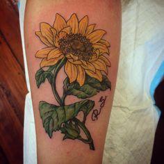 #sunflower made @7thcirclestudio #ntgallery #flowertattoo #flowerstagram #sunflowertattoo #brisbane #bright_and_bold #seventhcircle #bne #adztattoo