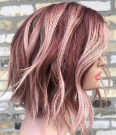 Berry Pink Dimension This statement strawberries and cream balayage haircolor is absolutely gorgeous Hair Color Shades, Ombre Hair Color, Hair Color Balayage, Hair Highlights, Hair Colour, Color Highlights, Trendy Hairstyles, Straight Hairstyles, African Hairstyles